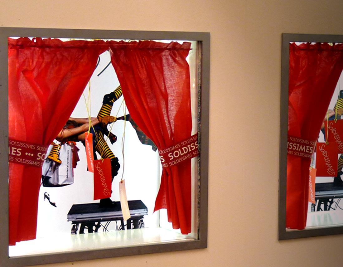 zoom sur les vitrines soldissimes de la Galerie Lafayette